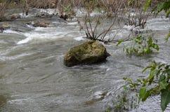 Vattenfall och ånga Arkivbild