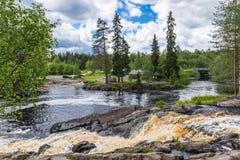 Vattenfall och flod Tokhmayoki, Ruskeala Royaltyfri Fotografi