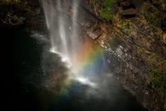 Vattenfall och regnbåge i den panorama- rutten Royaltyfri Bild