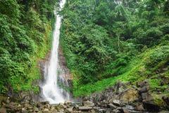 Vattenfall på ön av Bali Arkivbilder