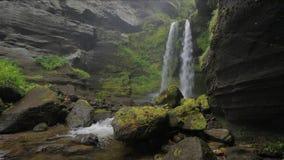 Vattenfall på ön av Iturup arkivfilmer