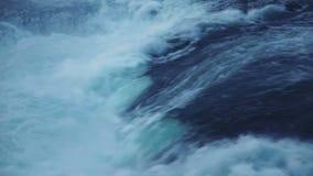 Vattenfall på aftonen stock video