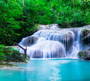 Vattenfall på den Erawan nationalparken, Kanchana burilandskap, Thailand Royaltyfri Fotografi