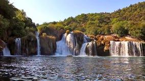 Vattenfall på den Krka floden stock video