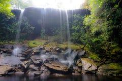 Vattenfall på den Phu Kradueng nationalparken Royaltyfri Bild