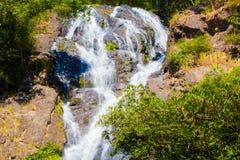 Vattenfall på den Salika vattenfallmedborgaren i Thailand Arkivfoto