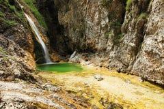 Vattenfall på den Soca flodkällan fotografering för bildbyråer