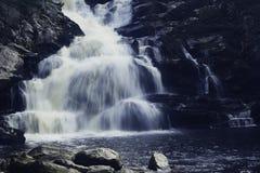 Vattenfall på den Wachonah delstatsparken royaltyfri foto