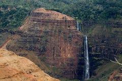 Vattenfall på den Waimea kanjonen arkivfoto