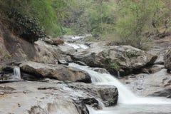 Vattenfall på Doi intanon Arkivbild