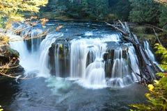 Vattenfall på hösten Royaltyfria Foton