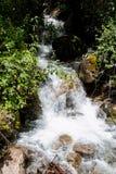 Vattenfall på Inca Trail på vägen till Machu Picchu, Peru royaltyfri foto