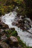 Vattenfall på Inca Trail på vägen till Machu Picchu, Peru royaltyfria foton