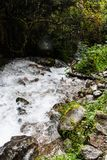 Vattenfall på Inca Trail på vägen till Machu Picchu, Peru royaltyfria bilder
