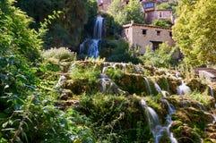 Vattenfall på Orbaneja del Castillo royaltyfri bild