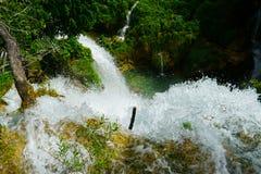 Vattenfall på Plitvice i Kroatien Royaltyfri Fotografi