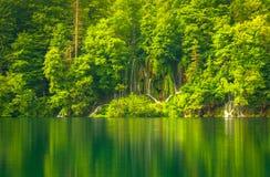 Vattenfall på Plitvice sjönationalparken Royaltyfria Bilder