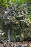 Vattenfall på slinga för overallkörningsnedgångar i den Shenandoah nationalparken Arkivbilder