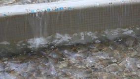 Vattenfall på trottoarkant Royaltyfri Fotografi