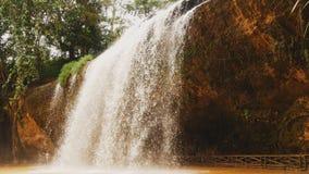 Vattenfall Prenn nära Dalat, Vietnam stock video