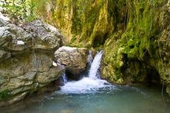 Vattenfall Sergoulas flodkanjon Royaltyfri Fotografi