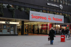 VATTENFALL-SHOPPINGPASSAGE Arkivfoton