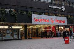 VATTENFALL-SHOPPINGPASSAGE Royaltyfria Bilder