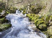 Vattenfall Skaklia, Bov by, Iskarsko klyfta Arkivfoto