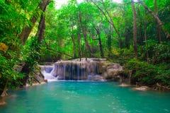 Vattenfall som är härlig (den erawan vattenfallet) i kanchanaburilandskap Royaltyfri Bild