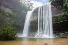 Vattenfall som är härlig i lös natur Royaltyfria Bilder