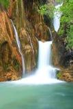 Vattenfall som faller till floden Fotografering för Bildbyråer