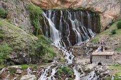 Vattenfall som flödar ner klippan Royaltyfri Bild