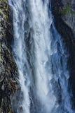 Vattenfall som strömmar vatten arkivbild