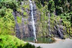 Vattenfall Tahiti ö, franska Polynesien, nästan Bora-Bora Royaltyfri Bild