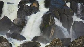 Vattenfall Uchar Altai berg, Sibirien, Ryssland stock video