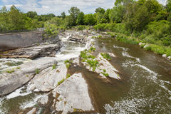 vattenfall under en bro i Ottawa Royaltyfri Foto