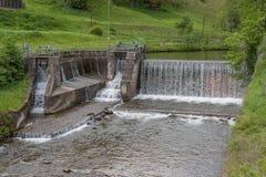 Vattenfall - vatten - flod - damm - vattenkraft Royaltyfri Bild