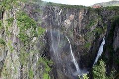 Vattenfall Voringfossen - det fjärde högsta maximumet i Norge Fotografering för Bildbyråer