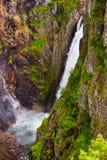 Vattenfall Voringfossen i Hardanger Norge Arkivbild