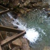 Vattenfallbro fotografering för bildbyråer
