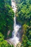 Vattenfallet är härlig och mycket hög på den Khao yai medborgaren, Thail Arkivfoton