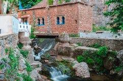 Vattenfallet chefchaouen in Marocko royaltyfri fotografi