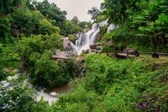 Vattenfallet för Mea klang är en härlig vattenfall i Chiang Mai, Thail Royaltyfria Foton