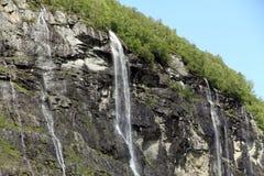 Vattenfallet för sju systrar, Geiranger fjord, Hellesylt Norge Royaltyfri Fotografi