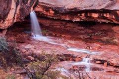 Vattenfallet i rött vaggar delstatsparken, Sedona, Arizona Fotografering för Bildbyråer