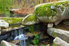 Vattenfallet i Sofiyivsky parkerar Arkivbilder