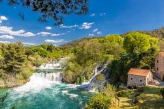 Vattenfallet och maler i Krka medborgareParkera-Kroatien Fotografering för Bildbyråer