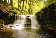 Vattenfallet och vaggar i Lancashire arkivbilder