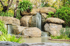 Vattenfallet på drevet parkerar (Suan Rodfai) Arkivbilder