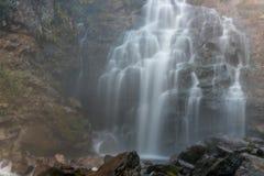 Vattenfallet vaggar sjön Royaltyfria Bilder